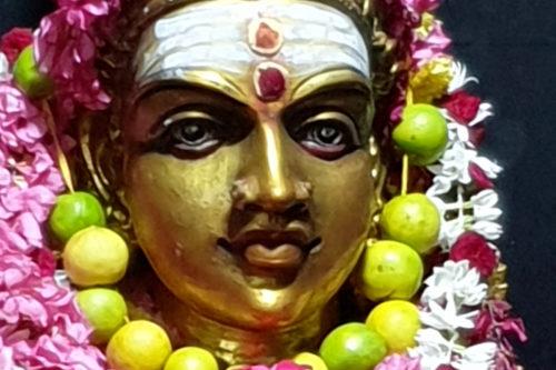 statua dorata bakti yoga centro niyan padova