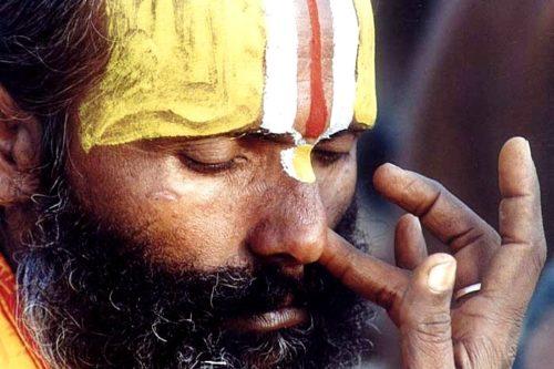 pranayama uomo indiano